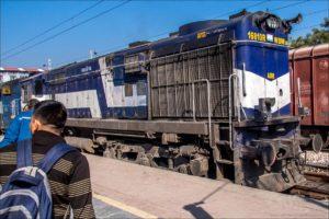 INDIE Transport kolejowy w Indiach, Jazda pociągiem. Wojciech Andrzejewski / Klub SzOK