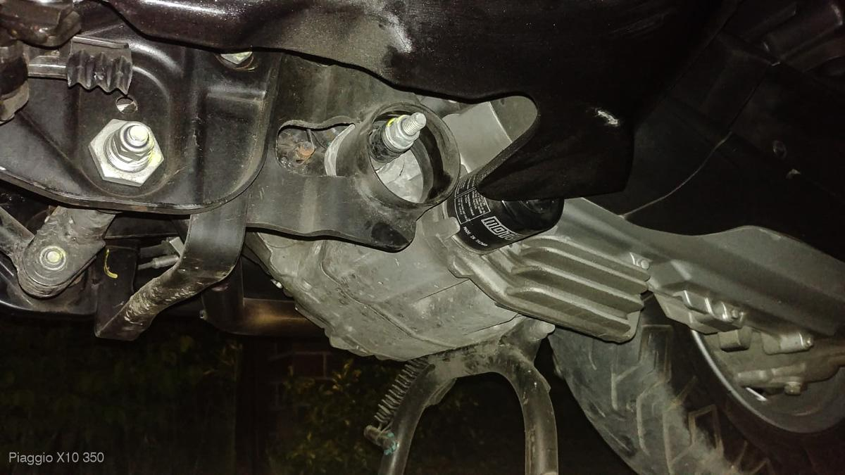 Piaggio X10 350 engine mount – SILENTBLOCK?