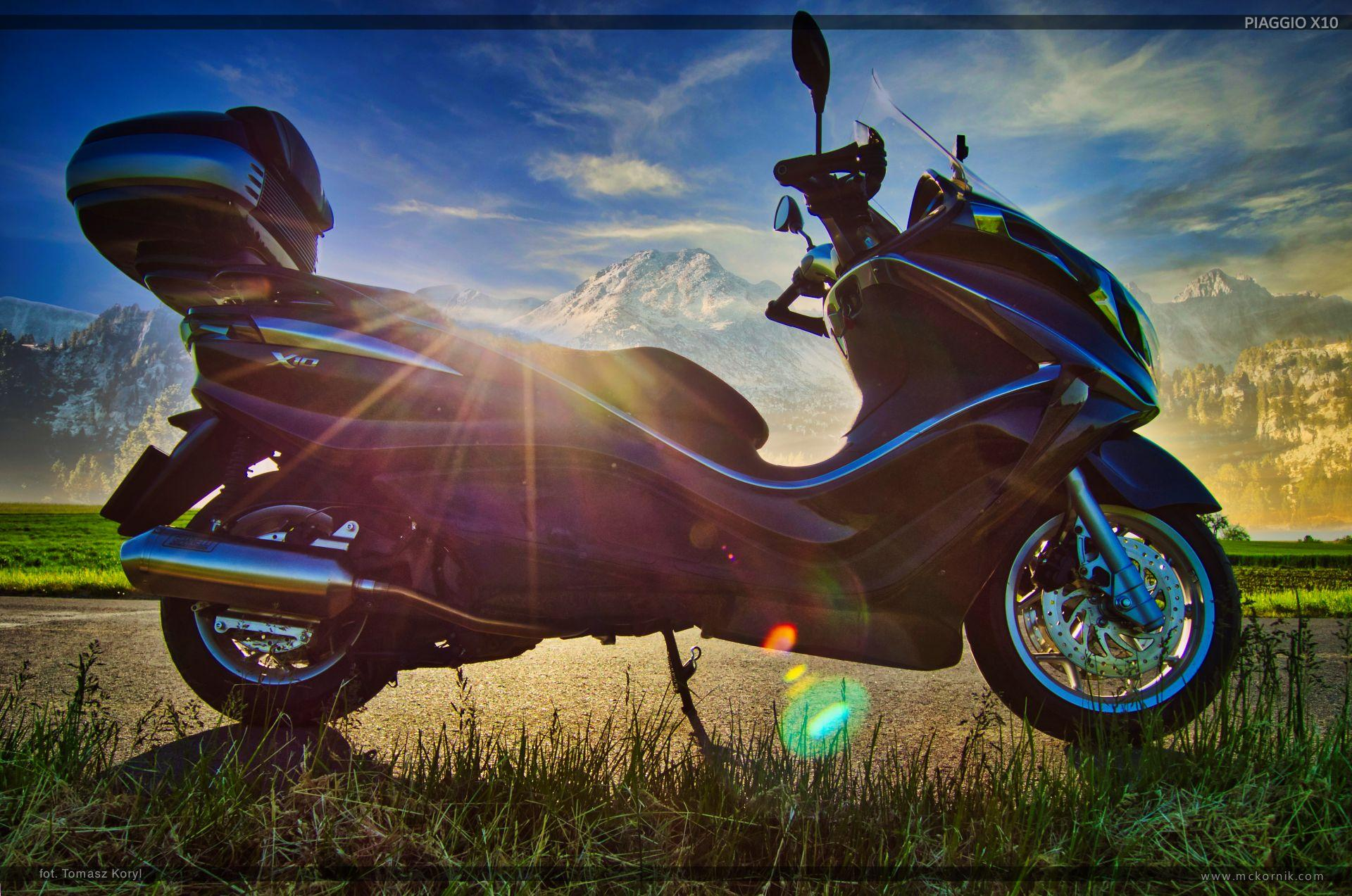 maxi scooter piaggio x10  motorcycle photos and wallpapers - mckornik.com - #scootertouring, #scooter, #scootertravel, #maxiscooter, #piaggio, #piaggioX10, #piaggio350