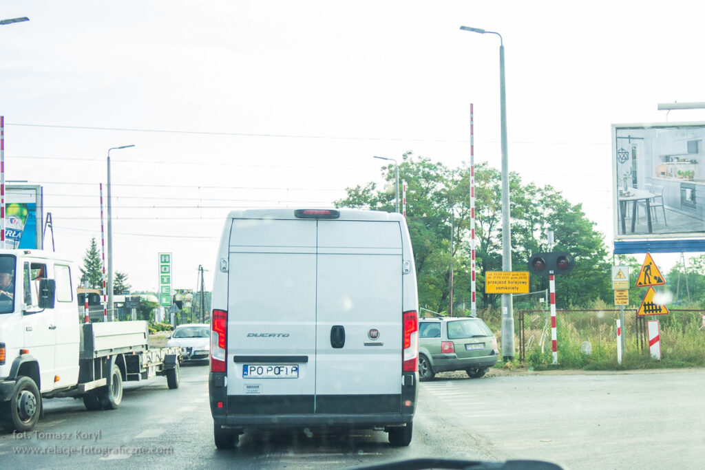 Zamknięty przejazd kolejowy Lutycka - PKP Poznań Wola - fot. Tomasz Koryl / www.relacje-fotograficzne.com