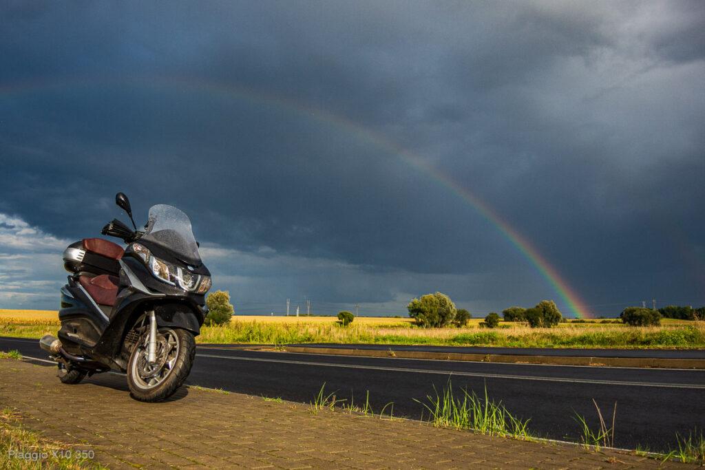 Jazda skuterem w deszczu - Piaggio x10 350