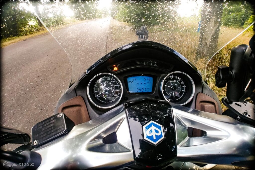 Skuter Piaggio x10 350 - zasięg, spalanie, osiągi - mckornik.com #Piaggiox10