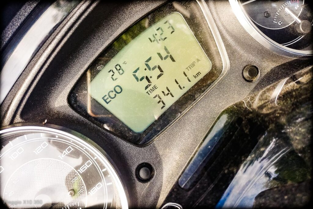 Skuter Piaggio x10 350 - zasięg na baku, spalanie 3,8 l/100km - osiągi - mckornik.com