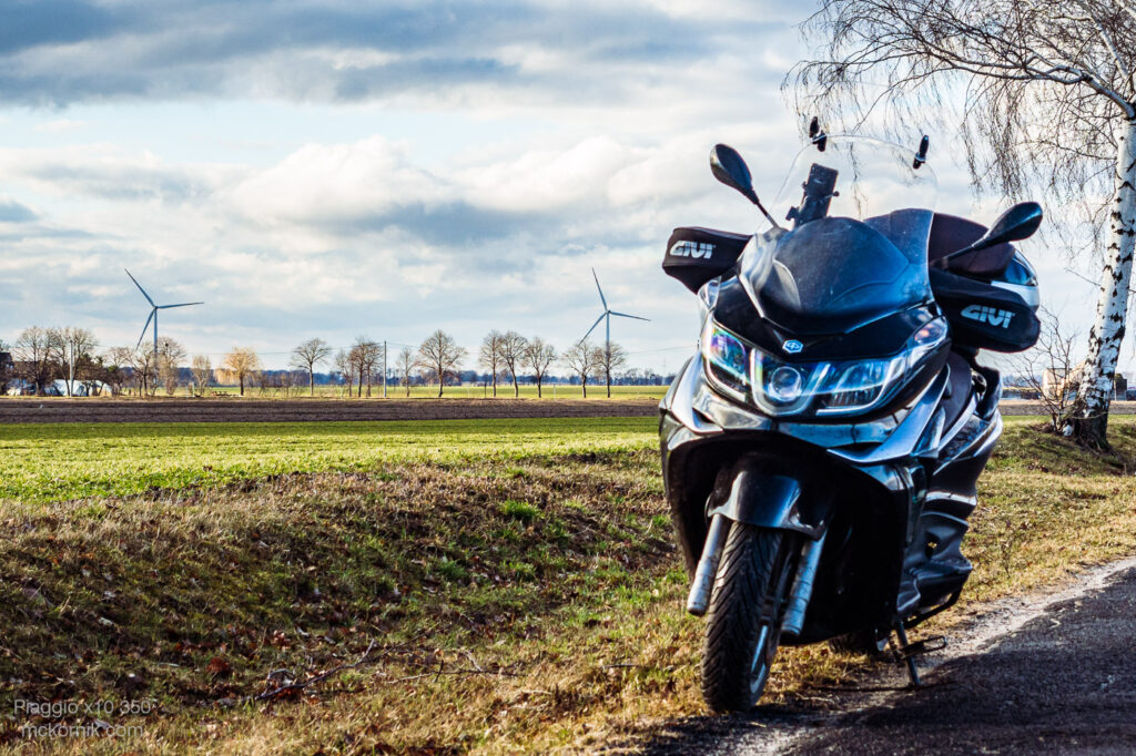 Jazda skuterem Piaggio x10 na koniec zimy - #piaggio10 #piaggiox10350 #calimotour [D], fot. Tomasz Koryl / mckornik.com