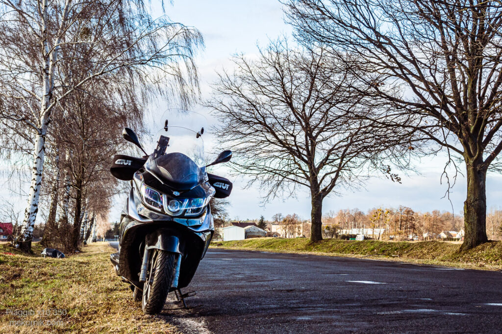 Jazda skuterem Piaggio x10 na koniec zimy - opony MICHELIN City Grip 2 / mckornik.com