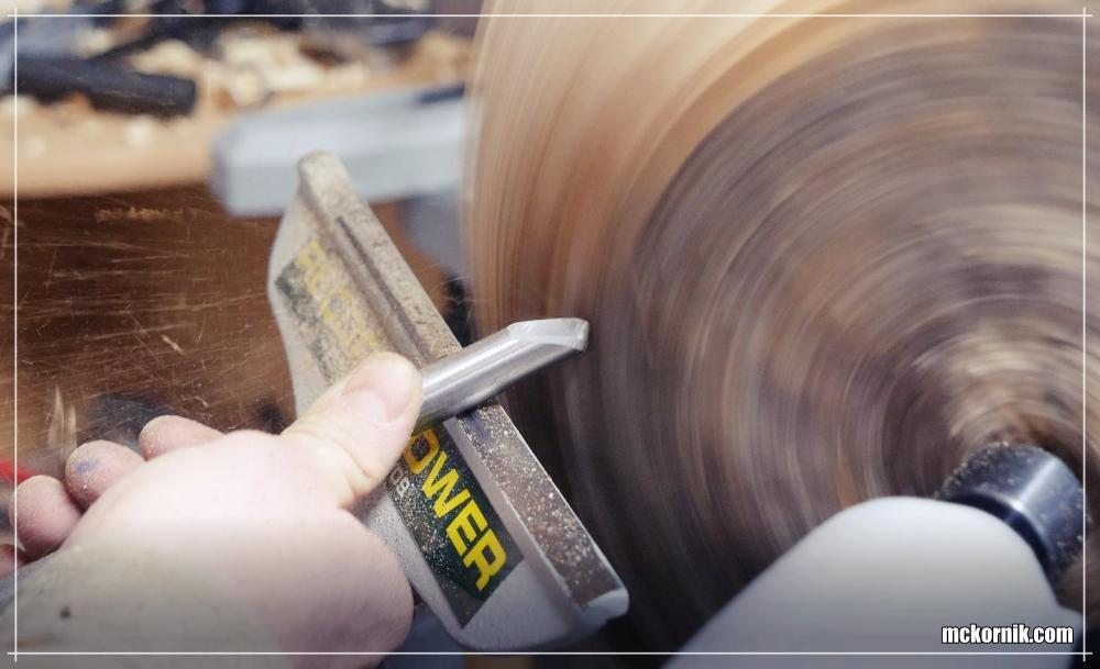 Kurs toczenia w drewnie : toczone miski, toczone talerze z drewna - Stolarnia / fot. mckornik.com