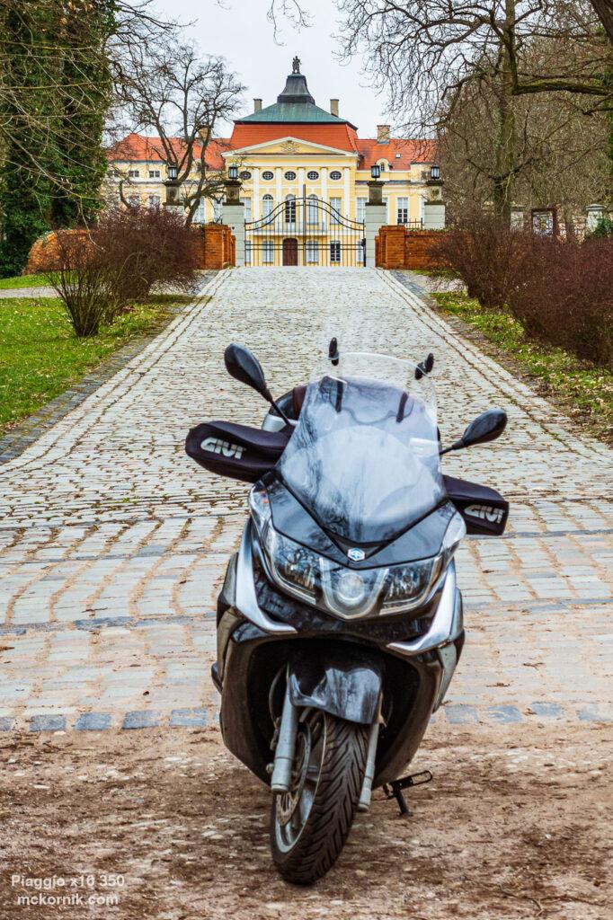 Pałac w Rogalinie Kwietniowa trasa motocyklowa #calimotour #piaggio10,  fot. Tomasz Koryl