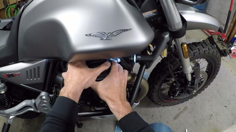 Regulacja zaworów w Moto Guzzi V85 TT